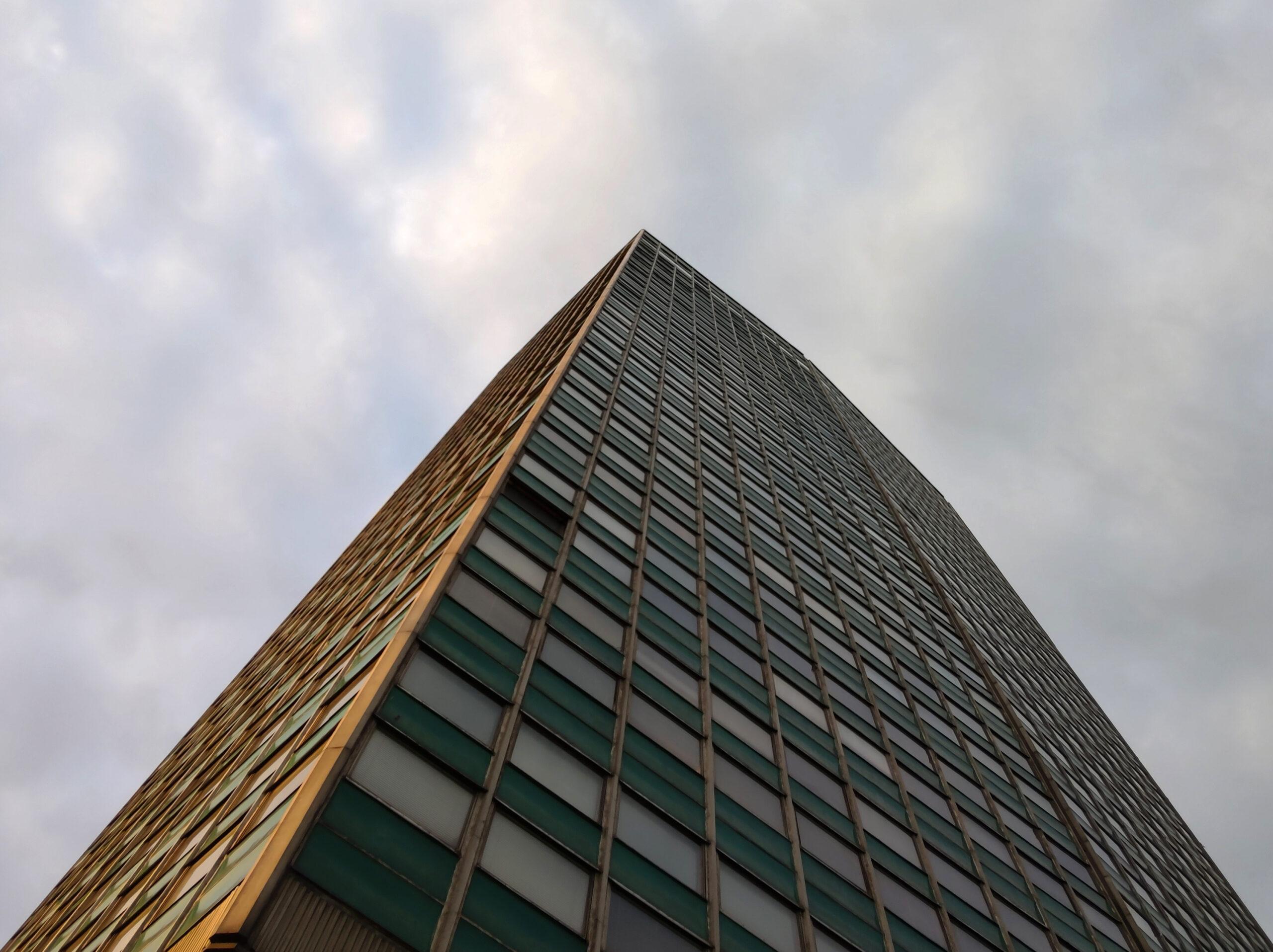 Fotografia architektury iGdański Zieleniak wobiektywie szerokokątnym