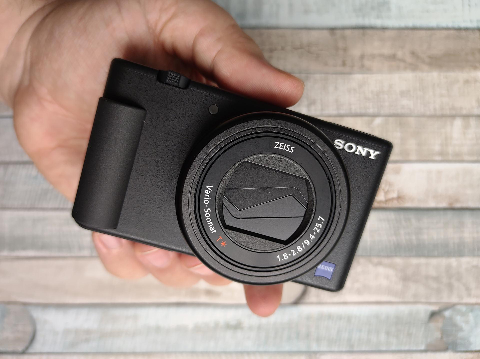Sony ZV-1 wdłoni